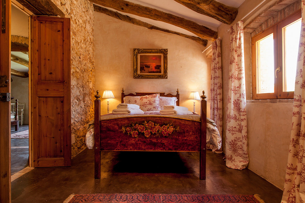 Stable House Bedroom 15