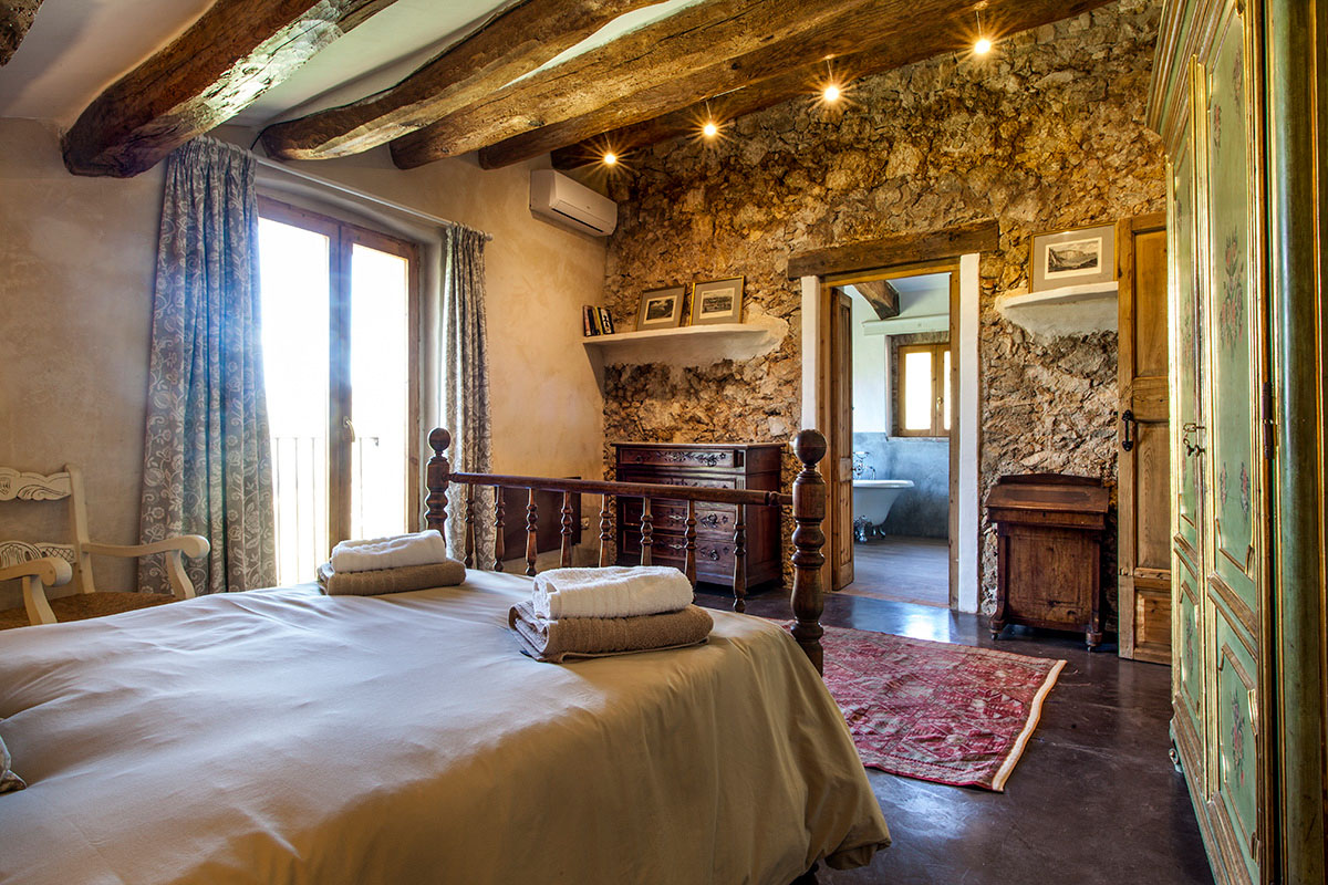 Stable House Bedroom 12